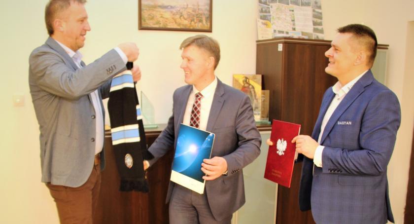 Powiat Radomski, Siatkarze wizytą starosty - zdjęcie, fotografia