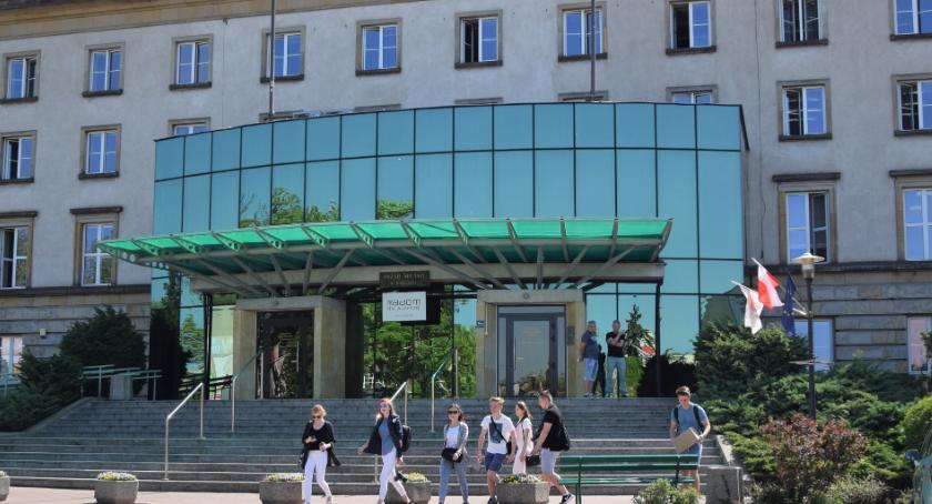 Informacje z Radomia i okolic , Urzędzie Miejskim powstaje punkt przyjmowania korespondencji - zdjęcie, fotografia
