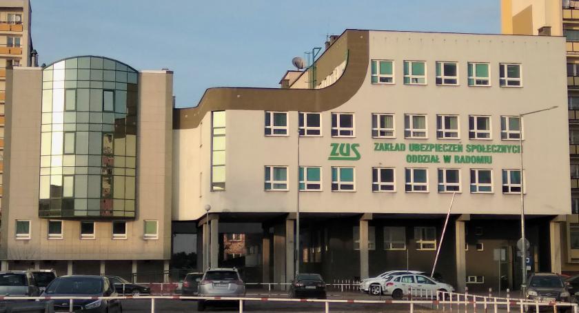 Informacje z Radomia i okolic , Półfinał olimpiady Uczennice Zespołu Szkół Ekonomicznych Radomiu podium - zdjęcie, fotografia