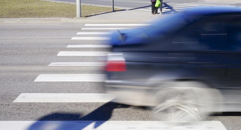 Wypadki, Potrącił latka odjechał Policja poszukuje świadków wypadku - zdjęcie, fotografia