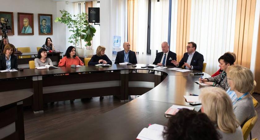 Ważne, Strajk nauczycieli Powstał specjalny zespół monitorujący sytuację radomskiej oświacie - zdjęcie, fotografia