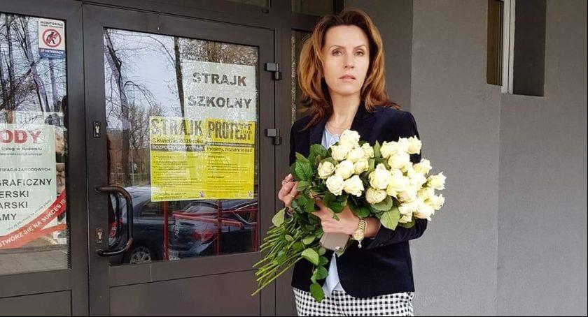 Edukacja, Poseł Białkowska odwiedziła strajkujących nauczycieli - zdjęcie, fotografia