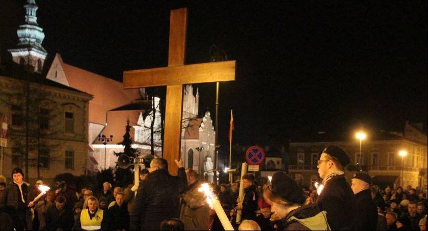 Komunikaty i ogłoszenia, Utrudnienia podczas diecezjalnej procesji drogi krzyżowej - zdjęcie, fotografia