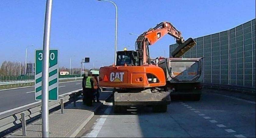 Informacje z Radomia i okolic , Niszczyli okoliczne drogi jadąc budowę nowej - zdjęcie, fotografia