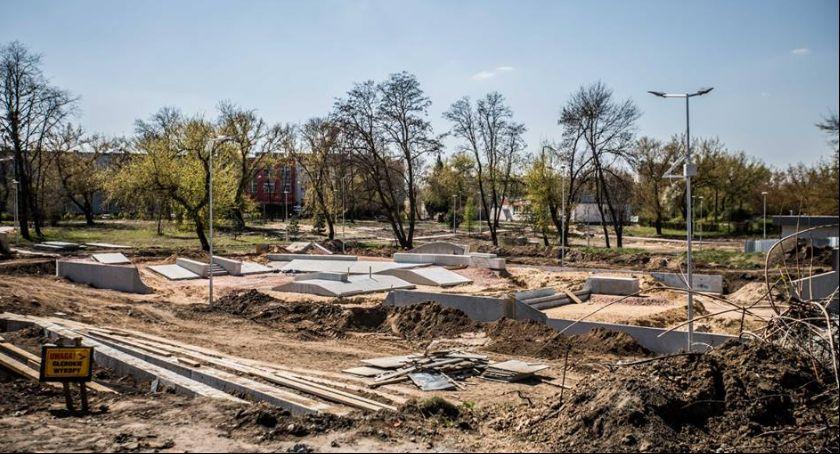 Informacje z Radomia i okolic , Trwają prace rewitalizacji parku Obozisku - zdjęcie, fotografia