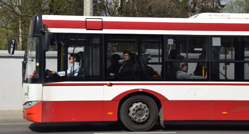 Komunikaty i ogłoszenia, Utrudnienia ruchu podczas przejazdu parady pojazdów - zdjęcie, fotografia