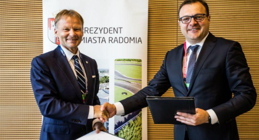 Informacje z Radomia i okolic , Umowa Europejskim Bankiem Inwestycyjnym podpisana - zdjęcie, fotografia