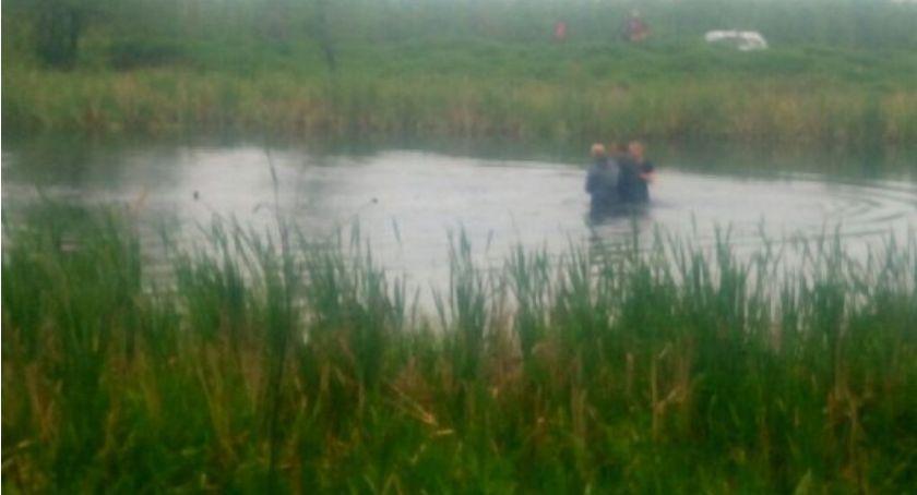 Interwencja, Chciał utopić Uratowali wareccy policjanci - zdjęcie, fotografia