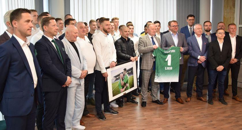 Piłka Nożna, Prezydent Radosław Witkowski pogratulował ekipie Radomiaka awansu [FOTO] - zdjęcie, fotografia