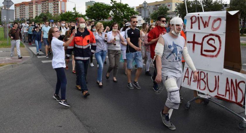 Komunikaty i ogłoszenia, Utrudnienia ruchu komunikacji podczas korowodu studenckiego - zdjęcie, fotografia