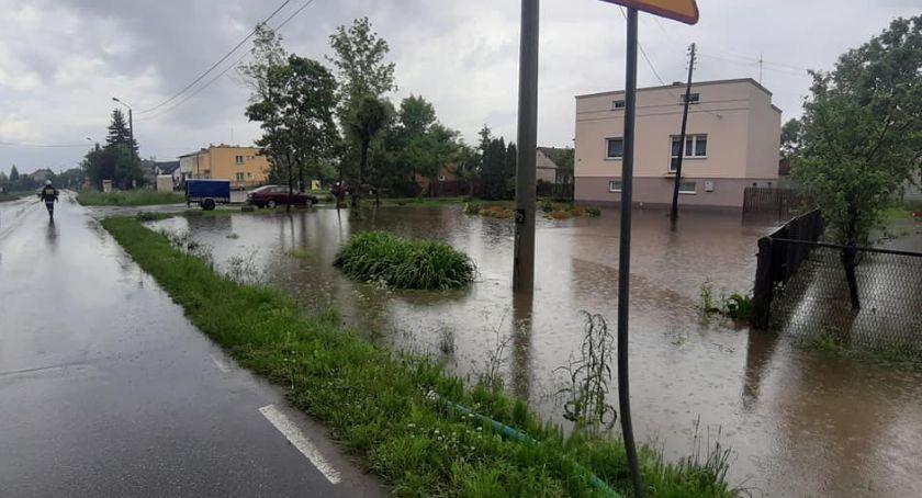 Powiat Radomski, powiecie zagrożenia powodzią Poszkodowani mieszkańcy otrzymali pomoc - zdjęcie, fotografia