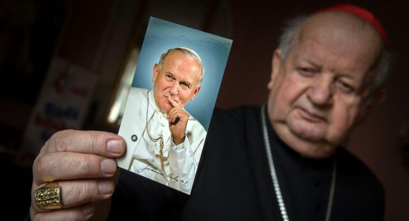 Ważne, może wątpić świętość Pawła oświadczenie Stanisława Dziwisza obronie Papieża Polaka - zdjęcie, fotografia