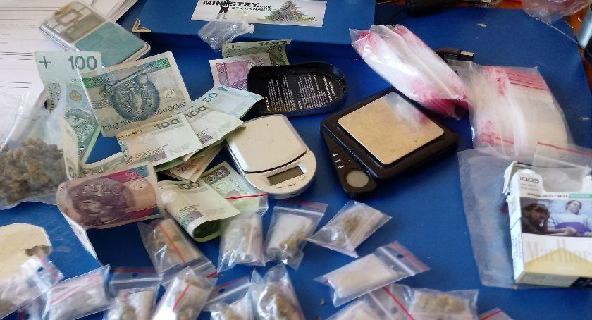 Kronika kryminalna, Odpowie posiadania narkotyków - zdjęcie, fotografia