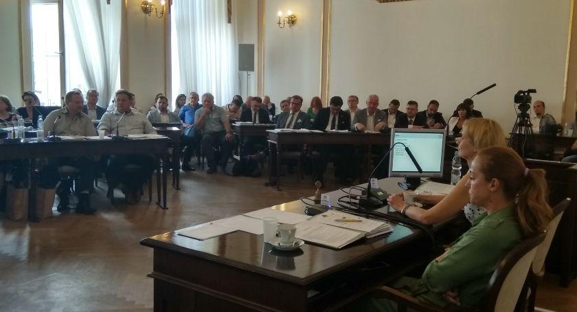 Informacje z Radomia i okolic , sesja absolutoryjna dyskusja wokół wotum zaufania [FOTO] - zdjęcie, fotografia