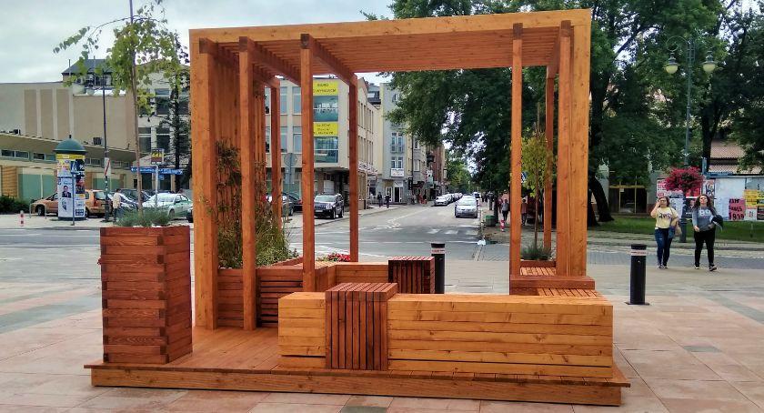 Informacje z Radomia i okolic , Placu Jagiellońskim stanął pierwszy parklet [FOTO] - zdjęcie, fotografia