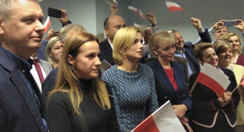 Polityka, Wieczór wyborczy Prawa Sprawiedliwości Radość pierwsze komentarze polityków [FOTO] - zdjęcie, fotografia