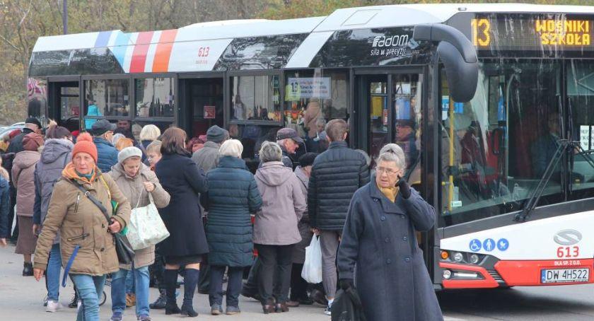 Komunikacja Miejska , MZDiK Niektóre linie autobusowe kursowały cmentarzy nawet minuty - zdjęcie, fotografia