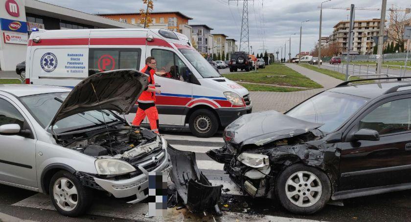 Wypadki, Zderzenie pojazdów skrzyżowaniu - zdjęcie, fotografia