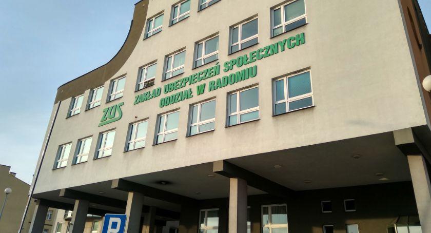 Informacje z Radomia i okolic , wypłaca świadczenie - zdjęcie, fotografia