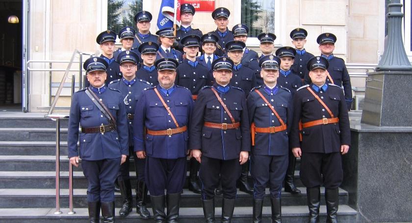 Informacje z Radomia i okolic , Oddali hołd pomordowanym policjantom - zdjęcie, fotografia