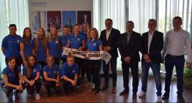 Piłkarki LUKS Sportowej Czwórki przyjęły gratulacje od prezydenta [FOTO]