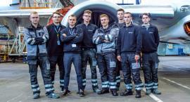 """""""Zostań mechanikiem wyższych lotów"""". Wielki sukces ośmiu uczniów radomskiej """"Samochódówki"""