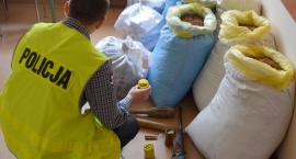 Policjanci z Szydłowca zabezpieczyli nielegalną kontrabandę [FOTO]
