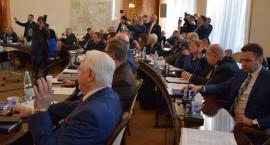"""Radni zadecydowali: """"tak"""" dla ukarania urzędnika miejskiego, """"nie"""" dla uchwały budżetowej [FOTO]"""