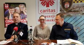 """""""Coś dobrego dla potrzebującego"""". Caritas i Straż Miejska pomagają bezdomnym"""