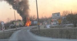 Pożar domu przy ul. Kozienickiej i sklepu przy ul. Idalińskiej. Jedna osoba trafiła do szpitala