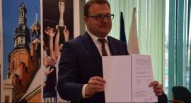 Prezydent Radosław Witkowski podpisał umowę na dofinansowanie przebudowy alei Wojska Polskiego