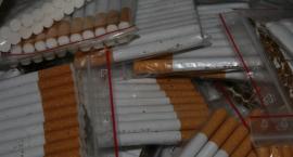 Policjanci zabezpieczyli tysiące paczek nielegalnych papierosów