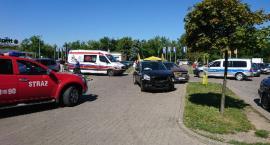 Wypadek na parkingu przy ul. Wernera. Jedna osoba trafiła do szpitala