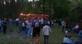 Potańcówka pod dębem w Skansenie