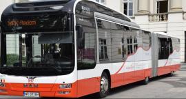 Najdłuższy autobus w biało-czerwonych barwach [FOTO]