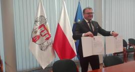 Prezydent podpisał ostatnie dokumenty w sprawie przekazania lotniska