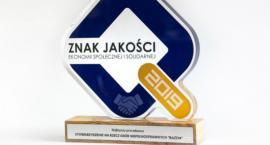 """Nagroda dla Stowarzyszenia RAZEM za zajęcia I miejsca w kategorii """"Najlepszy pracodawca"""""""