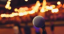 Stand-up jako forma rozrywki: najbardziej znani polscy mistrzowie stand-upu