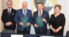 Dzięki współpracy samorządu Mazowsza i Polskiej Akademii Nauk zyskają seniorzy