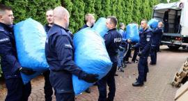 Policjanci zebrali ponad 6 ton nakrętek dla chorego chłopca