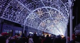 Na Żeromskiego rozbłysła świąteczna iluminacja [FOTO]