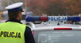 Policjanci eskortowali chorą 81-latkę