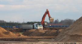 Prace na pasie startowym na radomskim lotnisku. Sprawdź postępy [WIDEO, FOTO]