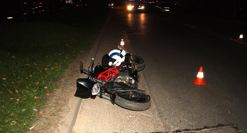 Kronika policyjna, Motocyklista ofiarą tragicznego wypadku centrum Piaseczna - zdjęcie, fotografia