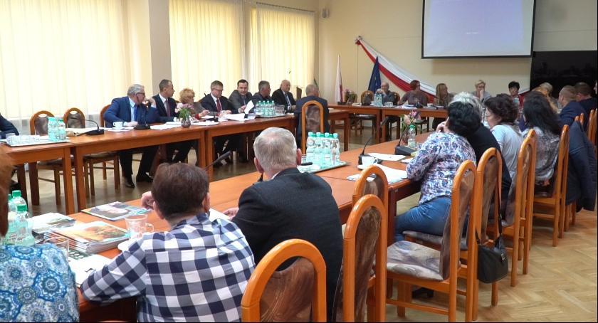 W Urzędzie, Radny Michał Otręba sesji Gminy Lesznowola - zdjęcie, fotografia