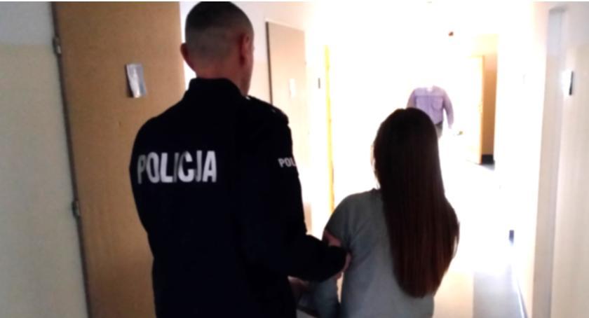 Kronika policyjna, Zatrzymani kradzieże portfeli - zdjęcie, fotografia