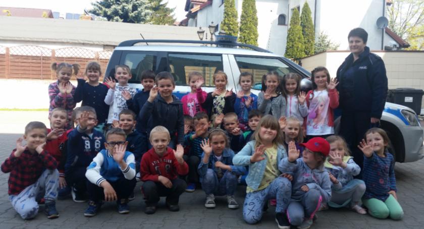 Kronika policyjna, Lekcja bezpieczeństwie przedszkolaków Chynowa - zdjęcie, fotografia