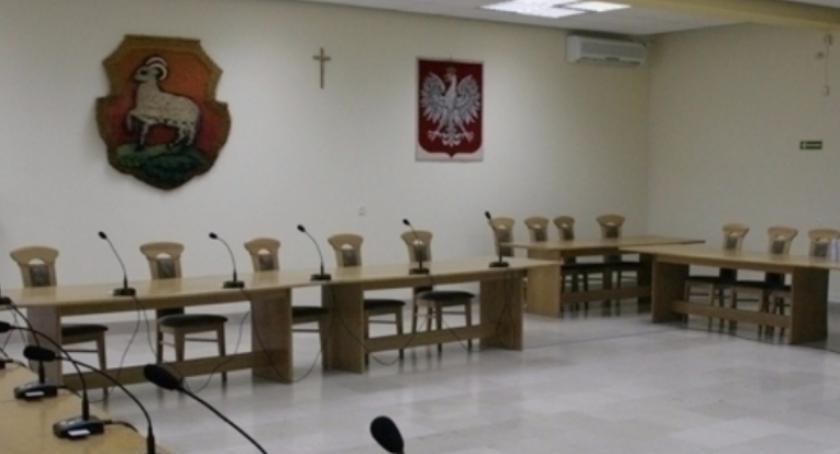 W Urzędzie, Zawiadomienie sesji Miejskiej Piasecznie - zdjęcie, fotografia