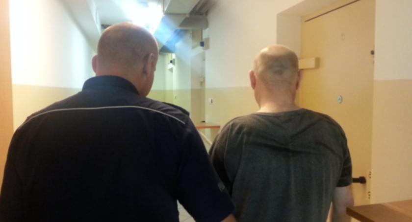 Kronika policyjna, Cztery osoby zatrzymane przez policjantów Konstancina - zdjęcie, fotografia