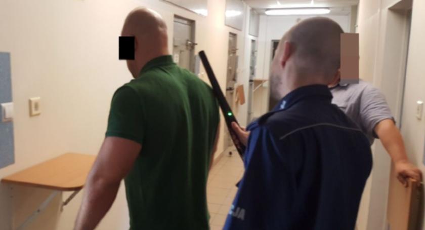 Kronika policyjna, Kryminalni Piaseczna zatrzymali poszukiwanego dwoma listami gończymi - zdjęcie, fotografia